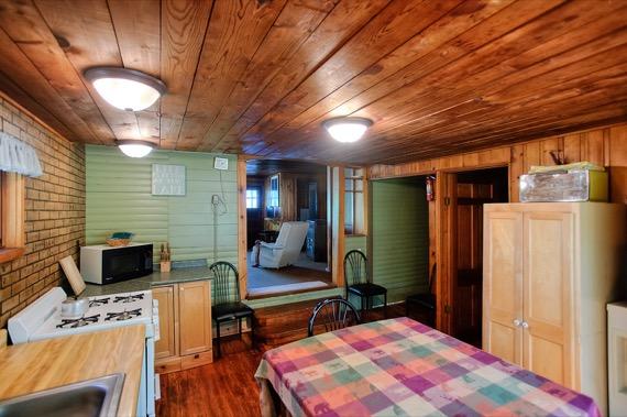 slideshow-cabin9-interior-4